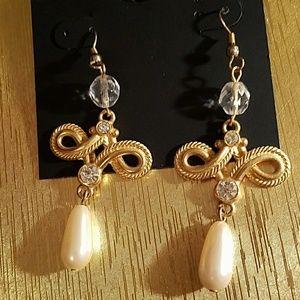 Jewelry - FAUX PEARL & CRYSTAL DANGLE EARRINGS